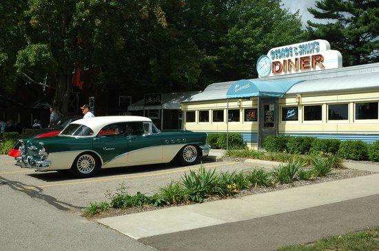 Gilmore Car Museum: yep, a real retro-fitted vintage diner where you can have lunch!