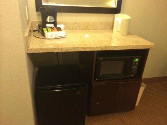 Holiday Inn Green Bay Stadium: Coffee - Microwave - Fridge