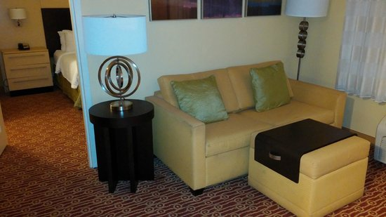 TownePlace Suites Jacksonville Butler Boulevard: Hall has a sofa also