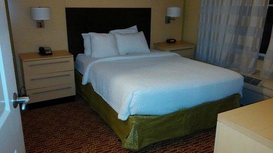 TownePlace Suites Jacksonville Butler Boulevard: Bedroom - room 322