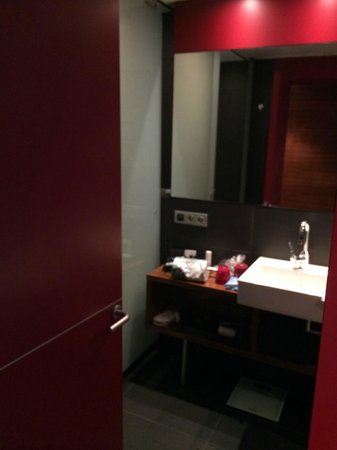 Pullman Barcelona Skipper : bathroom