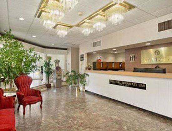 Ramada Roanoke : Lobby