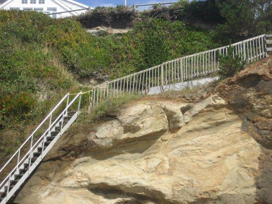 Inn at Arch Rock : Challenging Beach Access