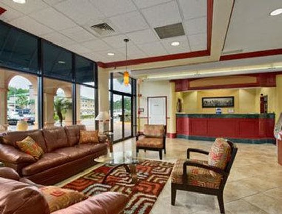 Travelodge Inn and Suites Orlando Airport: Lobby