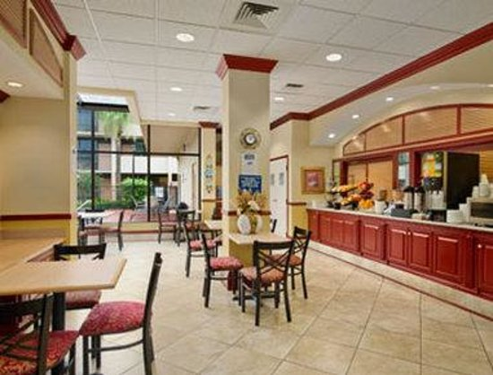 Travelodge Inn and Suites Orlando Airport: Breakfast Area