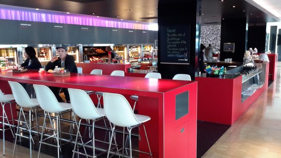 citizenM Schiphol Airport: Love the red, black and white decor