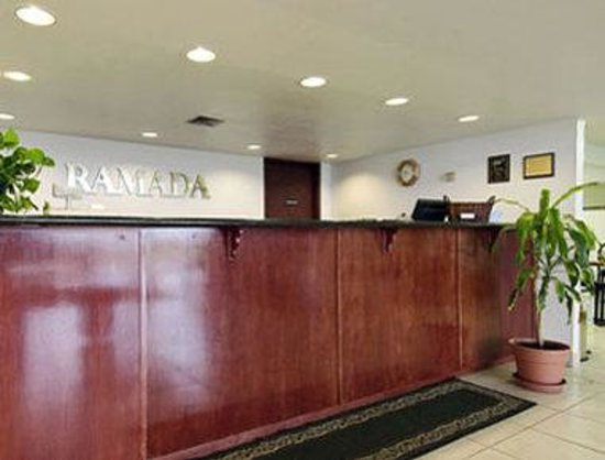 Ramada Giddings: Lobby