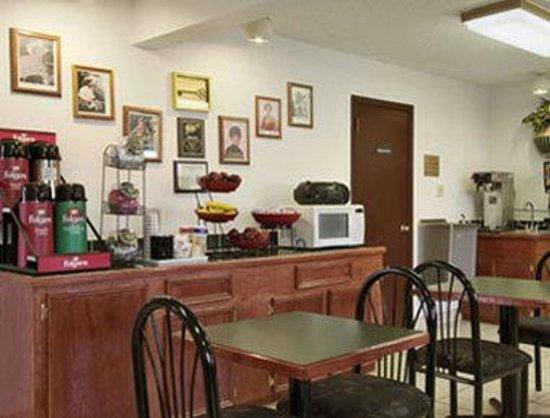 Ramada Giddings: Breakfast Area