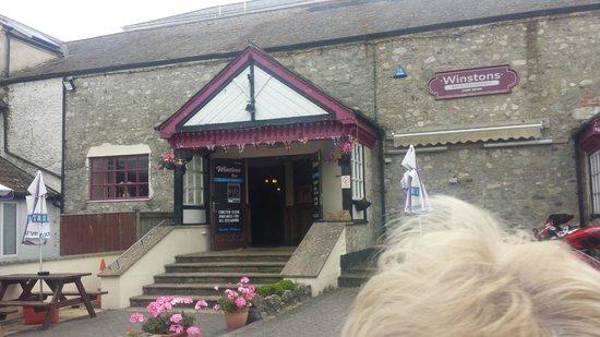 Winstons Bar & Restaurant: From outside