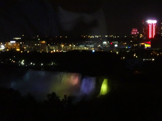 Oakes Hotel Overlooking the Falls: American falls at night (12th floor)