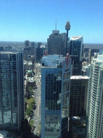 Meriton Suites Pitt Street, Sydney: Daytime view from the apartment.
