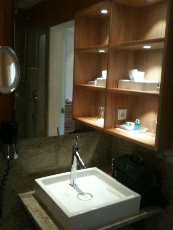 Zum Ochsen: Salle de bain impeccable et très fonctionnelle