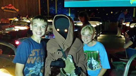 Sci-Fi Dine-In Theater : Star wars weekend