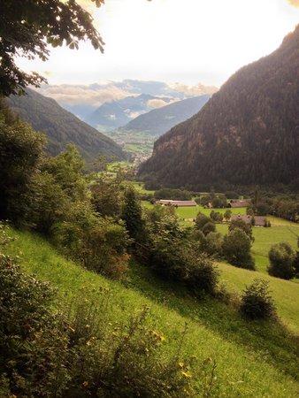 Pretzhof: Vista panoramica della valle dal ristorante