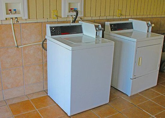 Motel 6 : Guest Laundry