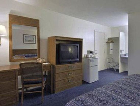Travelodge Cape Cod/West Dennis: Standard King Bed Room