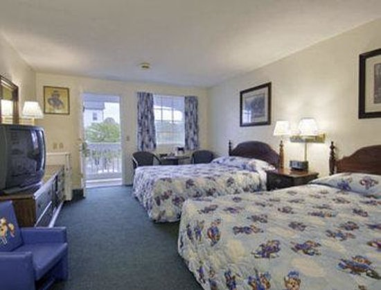 Travelodge Cape Cod Area: Sleepy Bear Two Double Bed Room