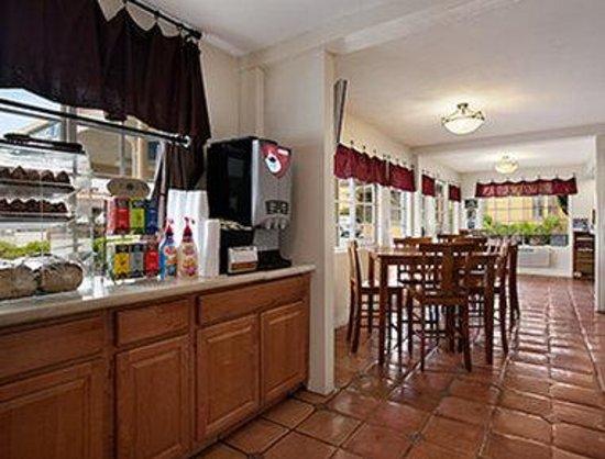 The Stevenson Monterey: Breakfast Area