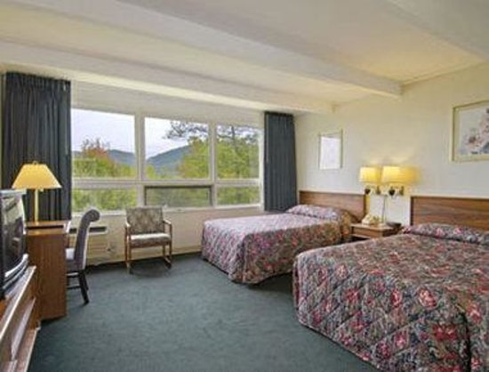 Lake George NY Travelodge : Standard Two Double Bed Room