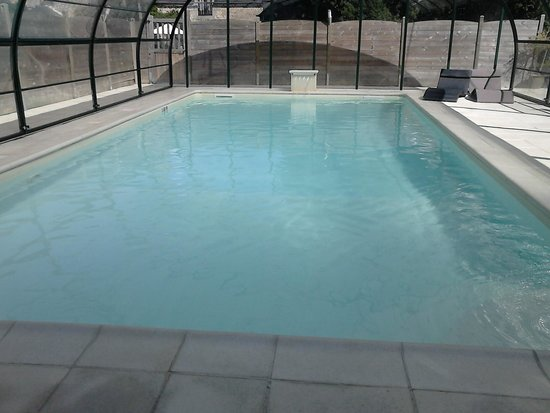 La Lohuas Gites: The Pool always seems to be at the right temperature and very clean