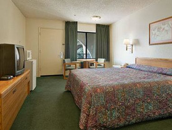 Travelodge Indio : Standard King Bed Room