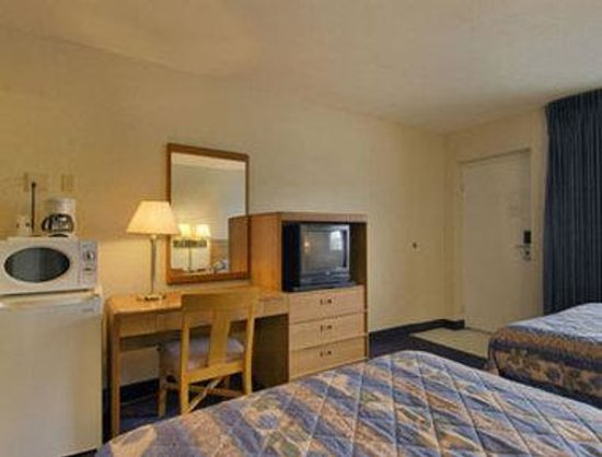 Lancaster Amish Country Travelodge: Double Guest Room