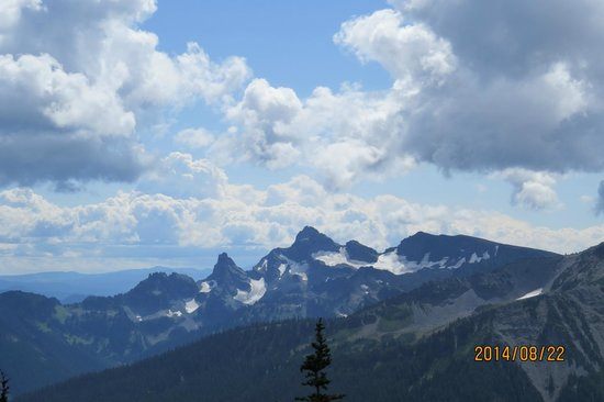 Mount Rainier : More clouds and mountains