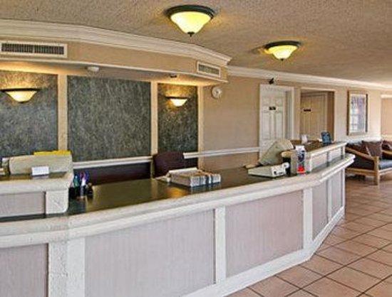 Travelodge North Richland Hills/Dallas/Fort Worth: Front Desk