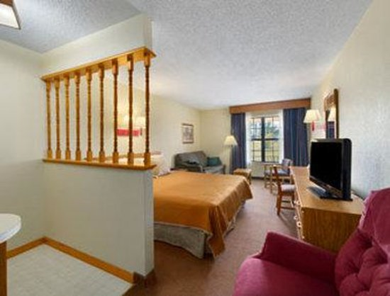 Travelodge Perry GA: King Suite