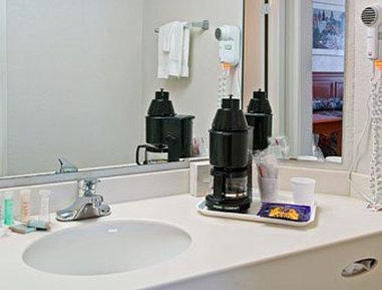 Travelodge North Richland Hills/Dallas/Fort Worth: Bathroom