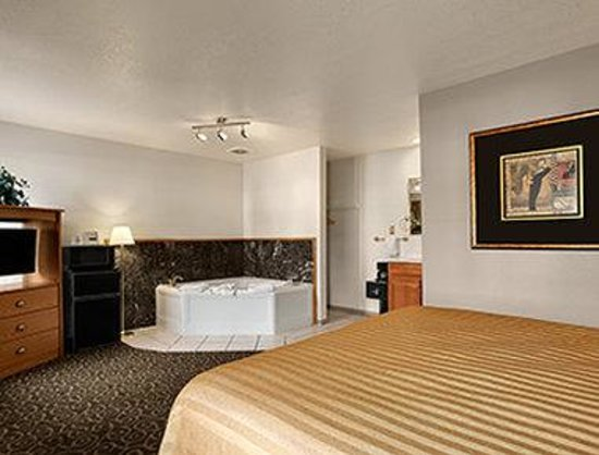 Travelodge Wenatchee: Jacuzzi Suite Queen