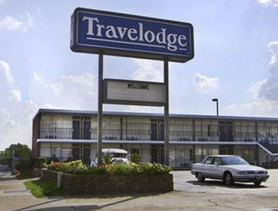 Econo Lodge Inn and Suites: Welcome to the Travelodge Hot Springs