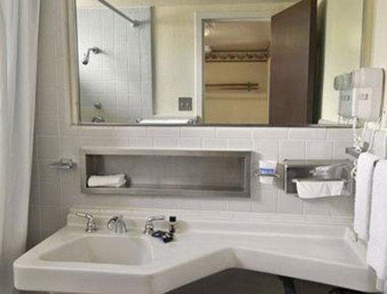 Travelodge Hot Springs AR: Bathroom