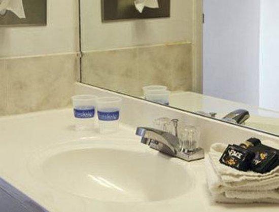 Travelodge Rawlins WY: Bathroom