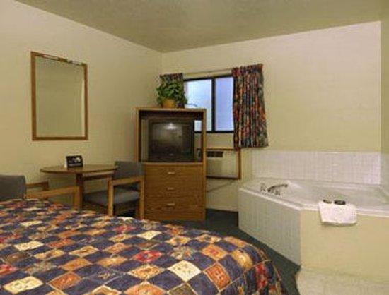 Cedar City Travelodge: Jacuzzi Suite