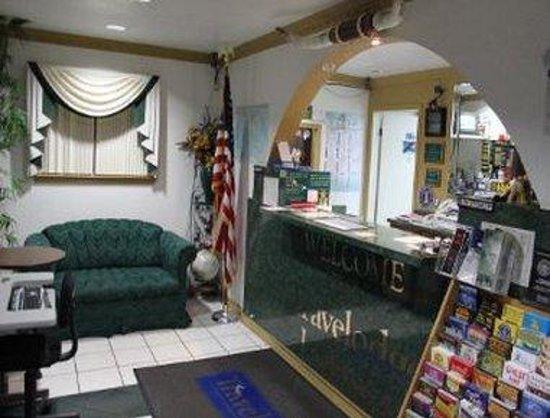Travelodge San Antonio Lackland: Front Desk
