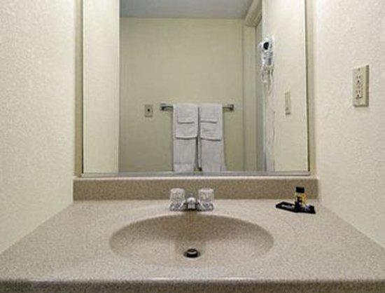 Capt. John Smith Inn: Bathroom
