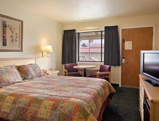 Travelodge San Rafael: Standard Queen Bed Room