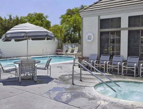 Travelodge Anaheim International Inn: Pool