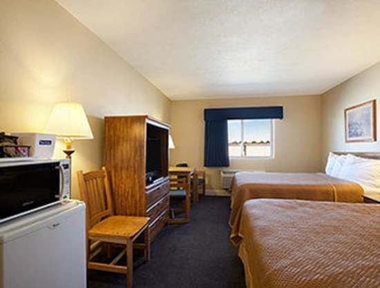 Grand Island Travelodge: Standard Two Queen Room
