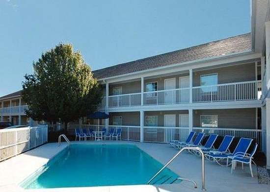 Suburban Extended Stay of Wilmington: Pool