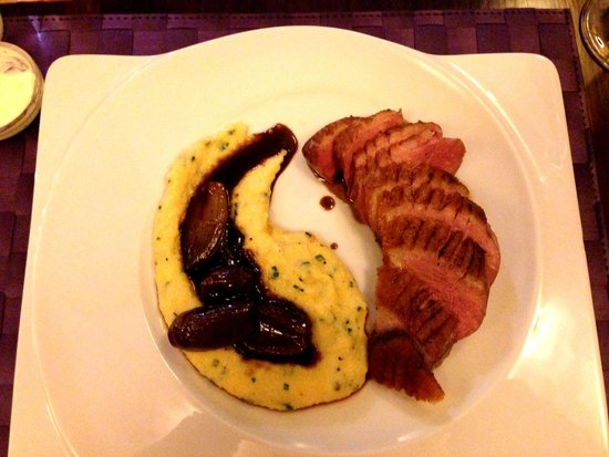 Renomme : Grilled duck breast with polenta and glazed shallots in red wine