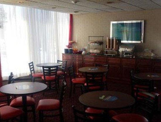 Ramada Rockaway: Breakfast Area