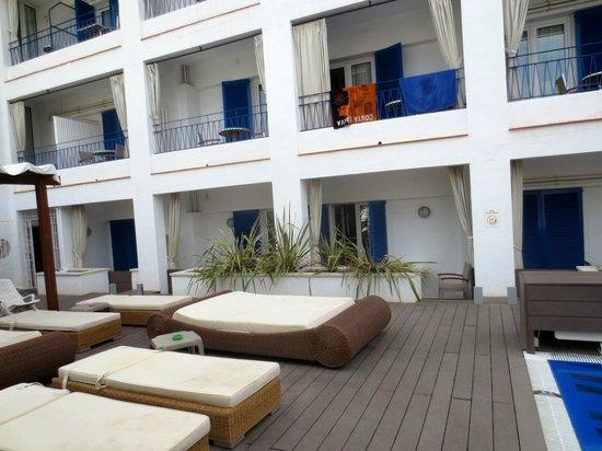 Hotel Platjador: Chambres avec vue sur la pîscine