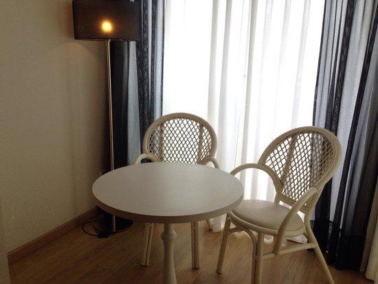 Monica Hotel: Rincón de lectura.