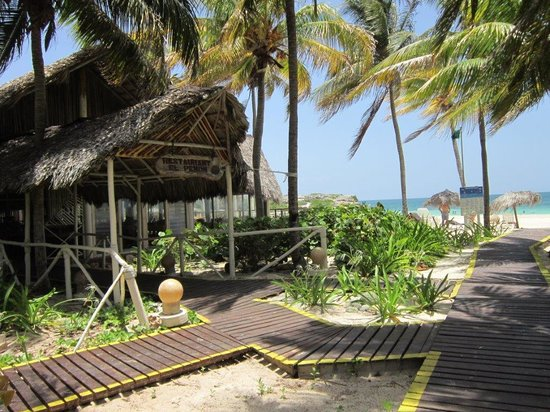 Sol Cayo Coco: Beach Restaurant - Lunch Time