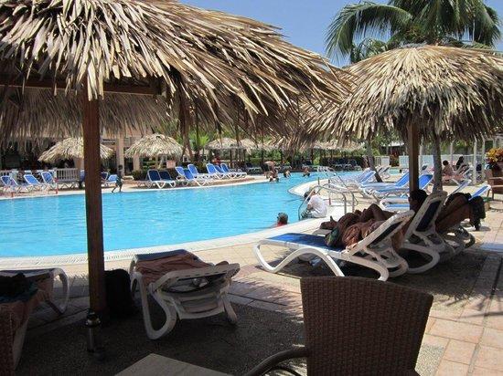 Sol Cayo Coco: Shade spots around the pool