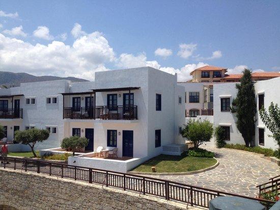 Creta Maris Beach Resort : Bungalows by Pithos