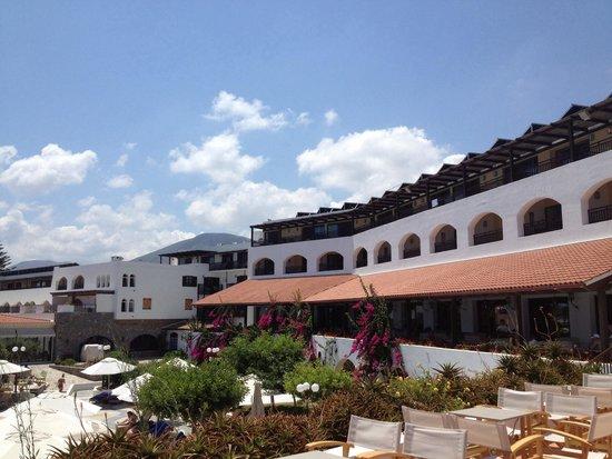 Creta Maris Beach Resort : Maris building
