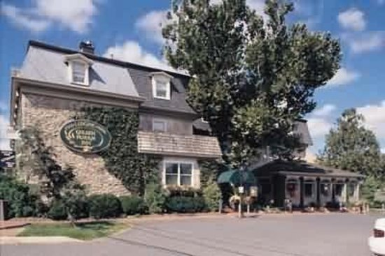 Golden Plough Inn at Peddler's Village : Exterior